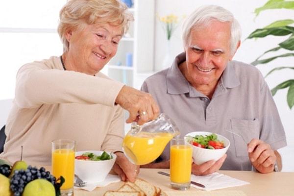 Người cao tuổi nên duy trí chế độ ăn uống lành mạnh