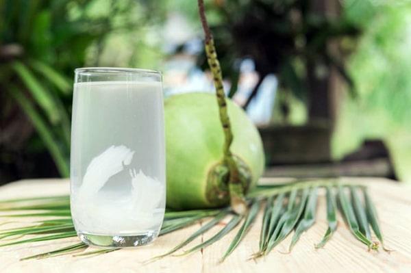 Nước dừa gián tiếp làm giảm chỉ số huyết áp