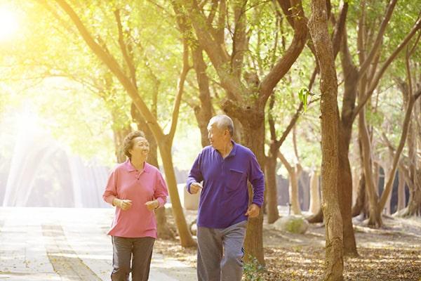 Người già bị tụt huyết áp nên tập thể dục nhẹ nhàng