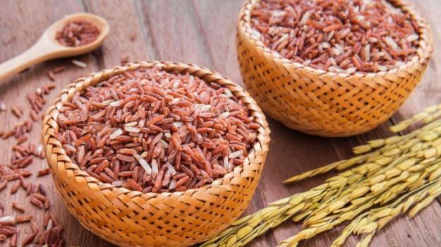 Những sản phẩm nguyên hạt như gạo lưt, cốm...tốt cho hệ tim mạch phụ nữ sau 35 tuổi