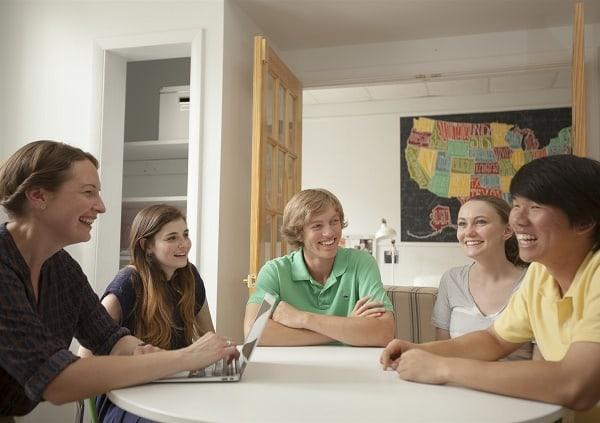 Các giáo viên tại trung tâm thường xuyên chia sẻ kinh nghiệm để dạy tốt