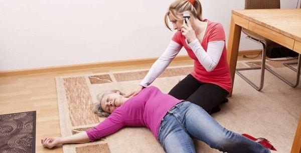 Nguyên nhân, dấu hiệu và cách điều trị bệnh động kinh ở người cao tuổi 2