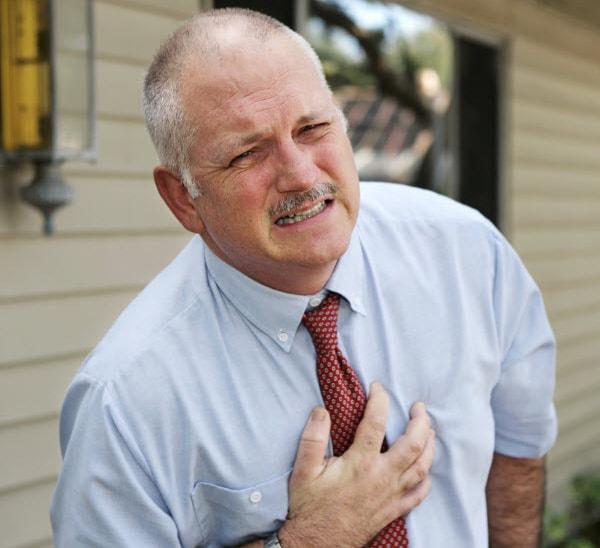 Người già dễ hồi hộp đánh trống ngực
