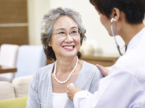 Người già nên khám sức khỏe định kỳ
