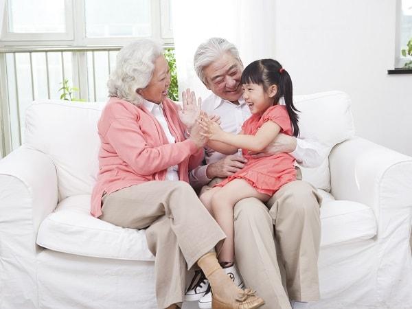 6 lưu ý khi chăm sóc người già bị đãng trí