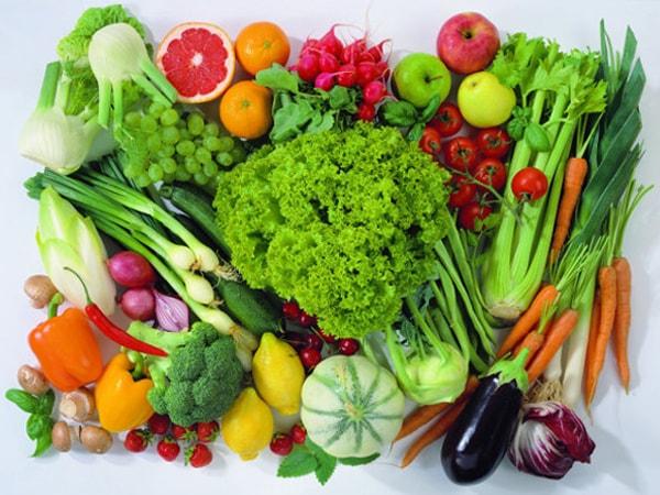Chế độ ăn của các cụ nên bổ sung nhiều rau xanh để hỗ trợ tốt trong việc chữa trị