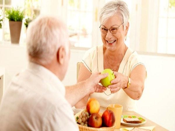 Người già bị táo bón nên ăn gì 1