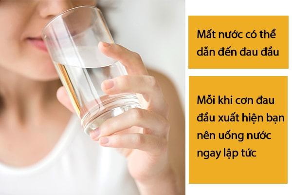 Chữa đau đầu bằng cách uống nước