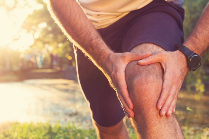 Khó vận động, di chuyển các khớp xương