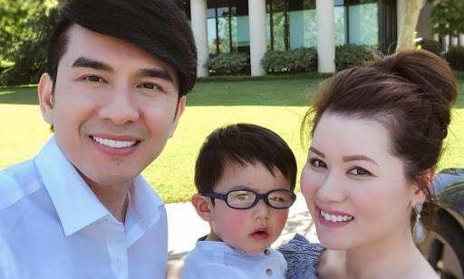 Đan Trường cùng vợ và con trai