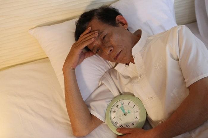 Ngủ không ngon, không sâu giấc là tác hại khi sử dụng giường nệm không tốt