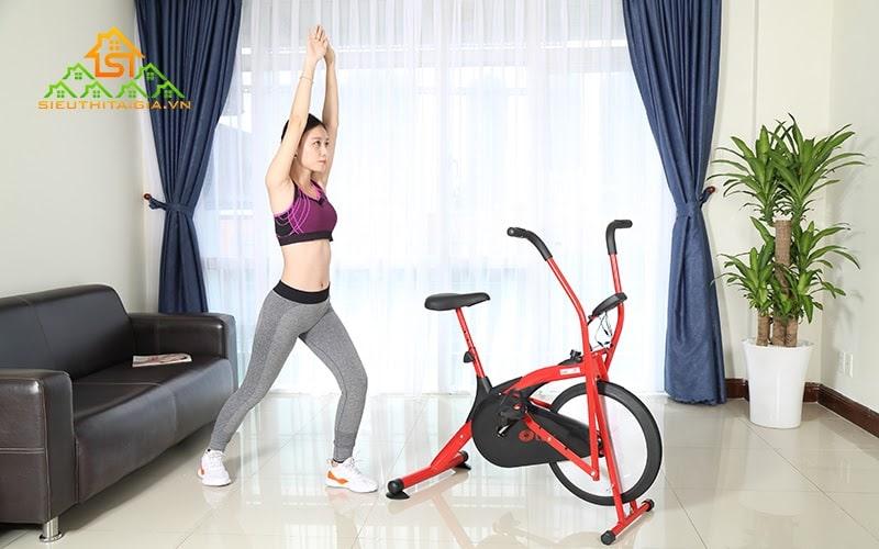 Khởi động trước khi tập luyện máy tập thể dục đạp xe